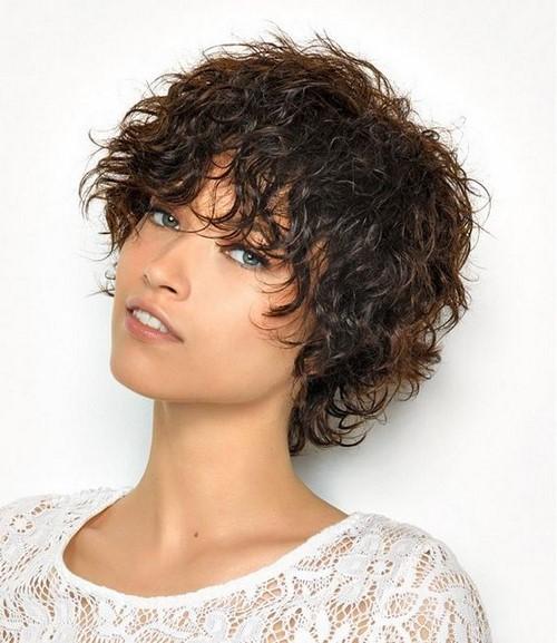 Keriting Keriting Dan Keriting 2020 2021 Potongan Rambut Bergaya Untuk Rambut Kerinting Foto Baru Idea Gaya